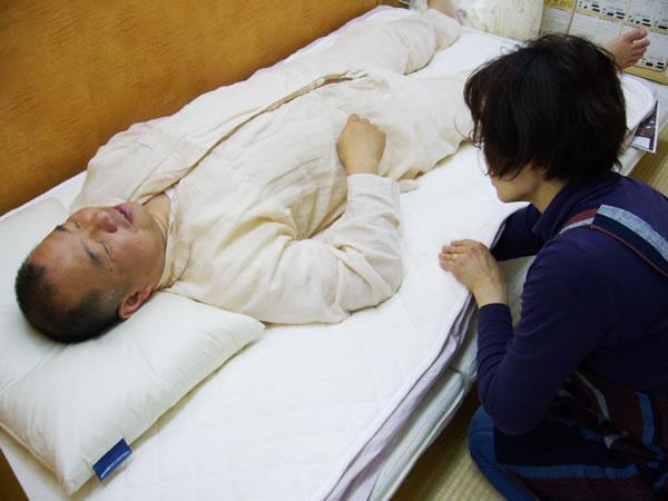 店頭で眠ってしまう布団
